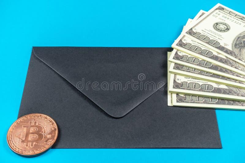 Stöttapengardollar Gammal stil för fullt tryck dollar f?r 100 bills Bitcoin arkivbilder