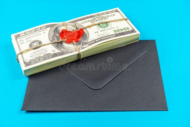 Stöttapengardollar Gammal stil för fullt tryck dollar f?r 100 bills Förseglad tegelsten med lacket och repet royaltyfri fotografi