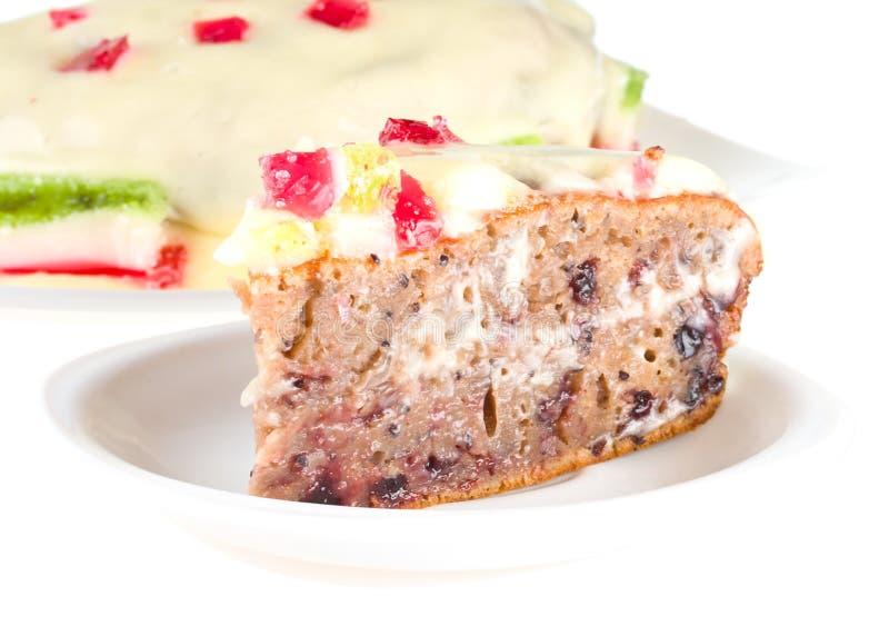 Stück des Kuchens mit Fruchtgelee auf Platte stockfotografie