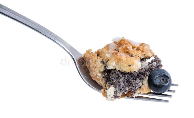 Stück des Mohn-Kuchens auf einer Gabel lizenzfreie stockfotos
