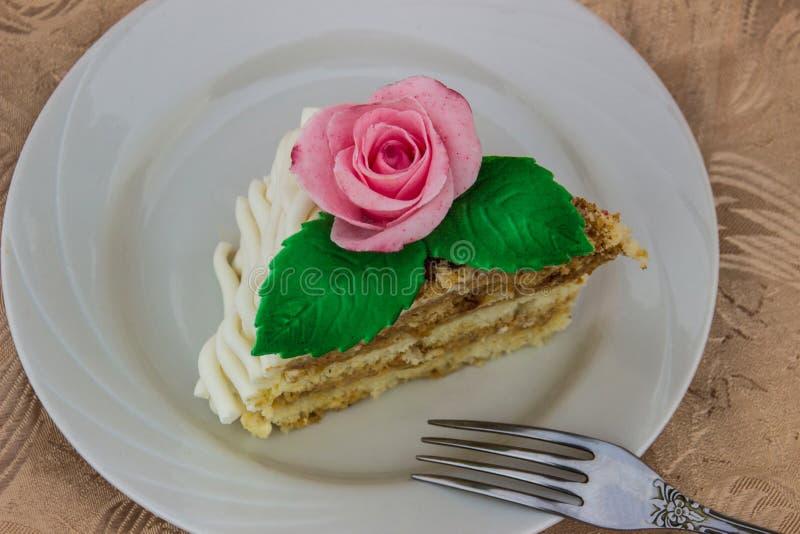 Stück des Schwammkuchens stockbilder