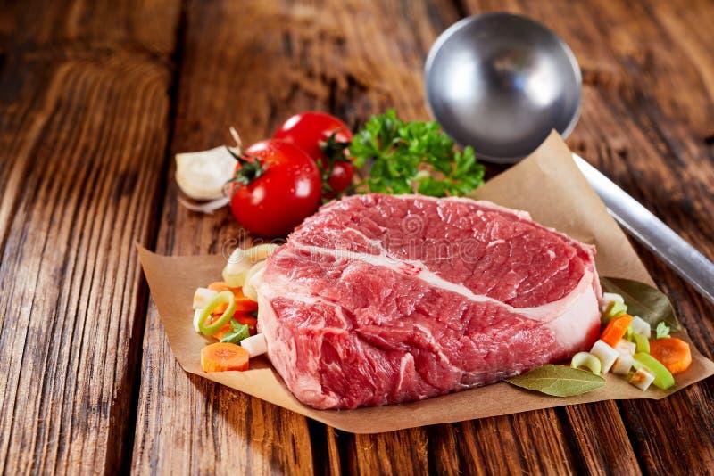 Stück Fleisch für das Kochen lizenzfreies stockbild