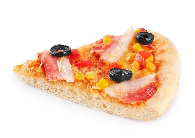 Stück Pizza mit Speck und Mais stockfotos