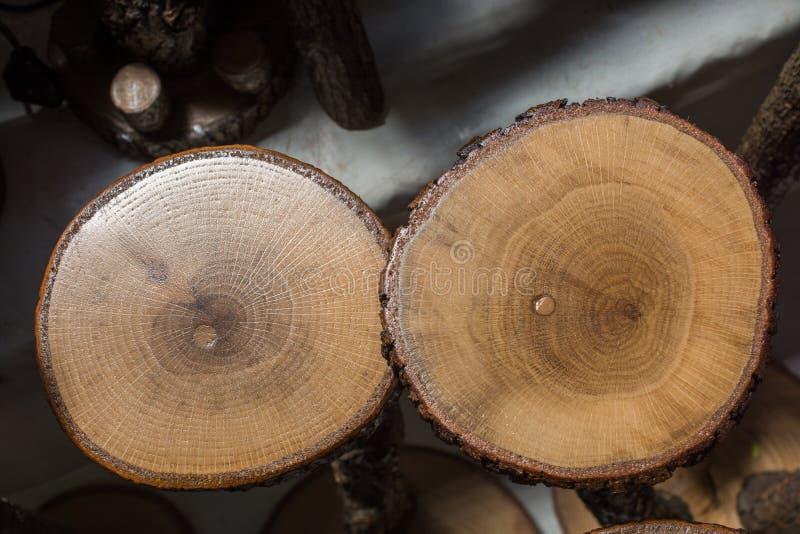 Stückchen geschnittenes Holz meldet runde Form an lizenzfreie stockfotografie