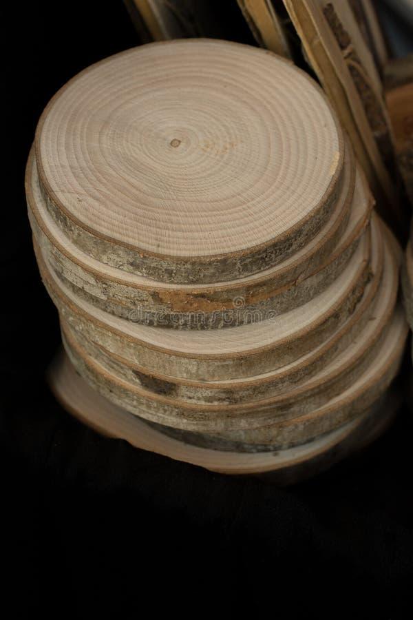 Stückchen geschnittenes Holz meldet runde Form an lizenzfreies stockfoto