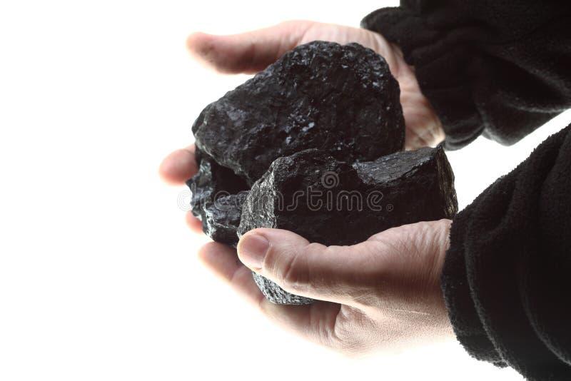 Stücke Kohle in der Hand getrennt auf Weiß lizenzfreies stockfoto