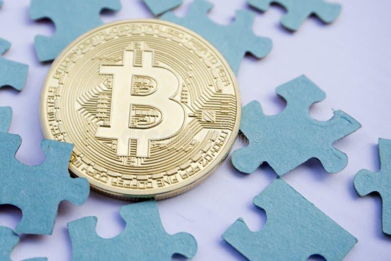 Stücke nähern sich bitcoin und Puzzlespielen lizenzfreie stockfotos