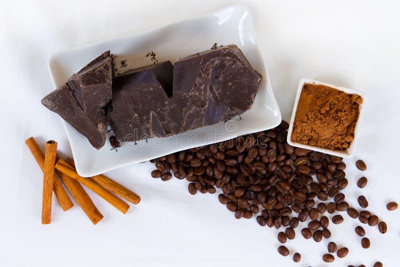 Stücke Schokolade lizenzfreie stockbilder