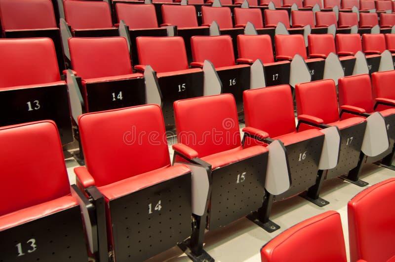 Download Stühle stockfoto. Bild von raum, konferenz, kino, stühle - 27733404
