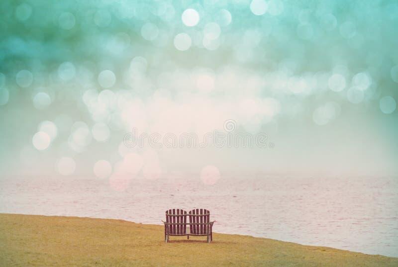 Stühle auf dem See stockfoto