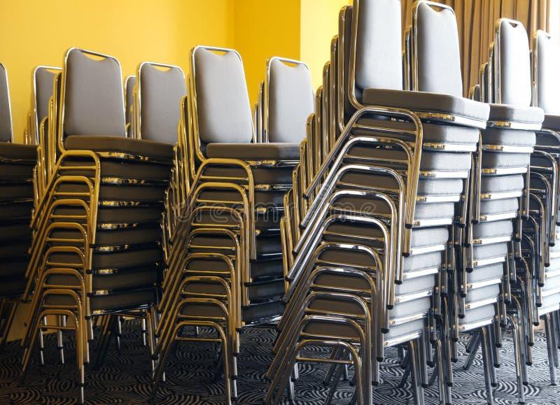 Stühle im Banquette stockfoto