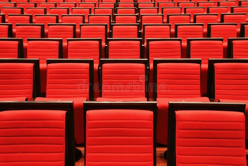 Stühle im Theater lizenzfreie stockfotografie