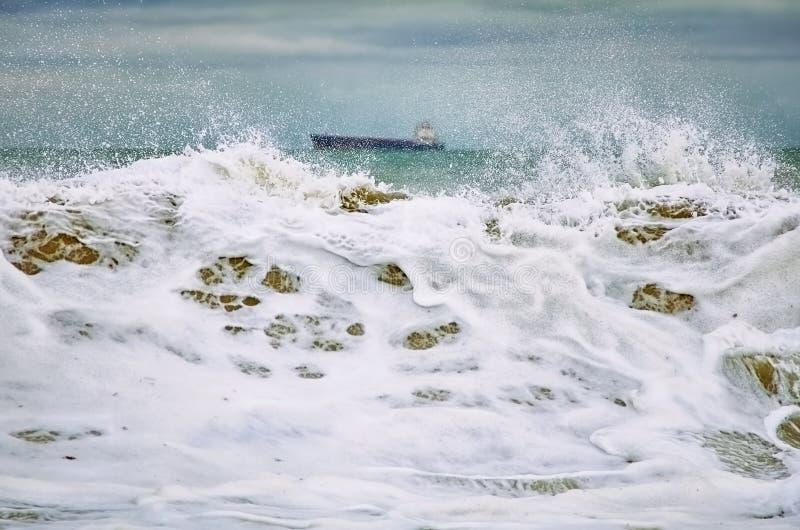Stürmen Sie auf dem Schwarzen Meer stockfoto