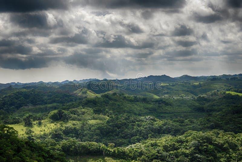 Stürmische Himmel lizenzfreies stockfoto