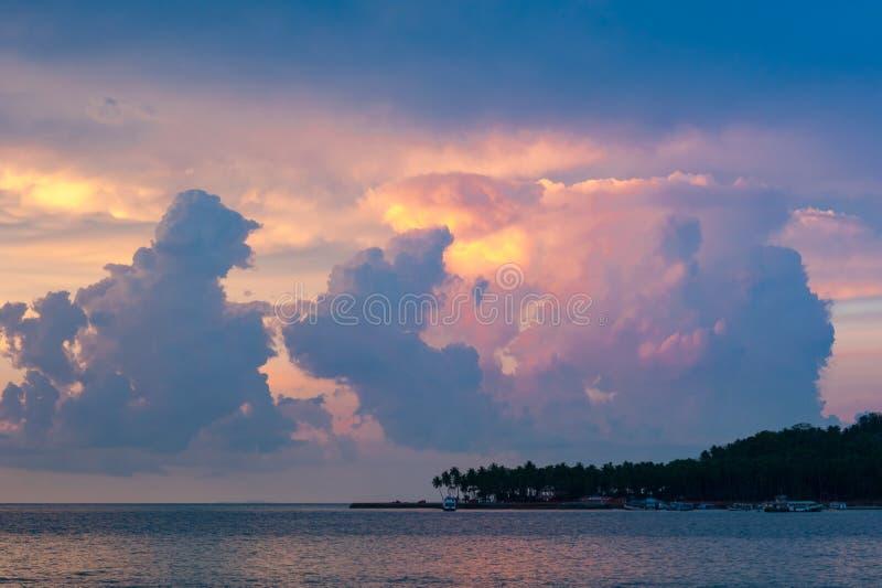 Stürmische Himmel in Port Blair, Indien stockfoto