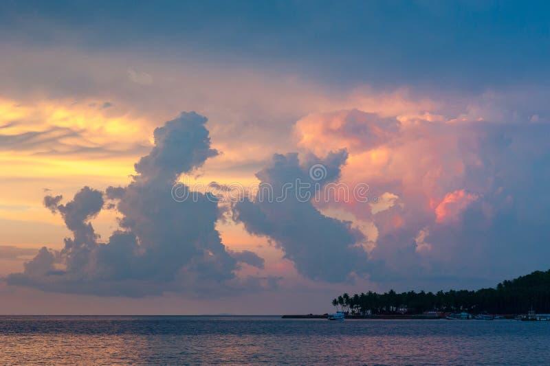 Stürmische Himmel in Port Blair, Indien lizenzfreies stockfoto