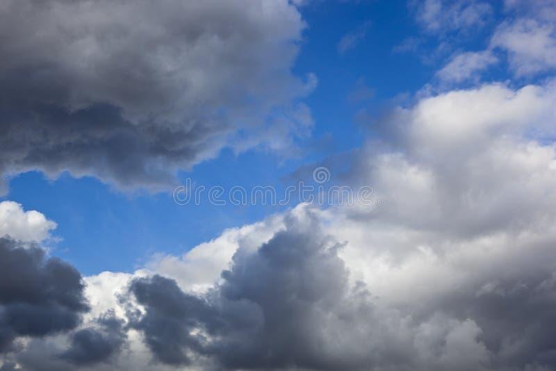 Stürmische Wolken stockfotografie