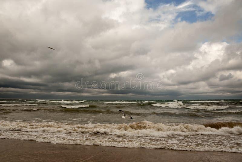 Stürmischer Michigansee lizenzfreie stockfotos