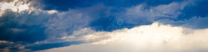 Stürmisches Himmelpanorama stockfotografie