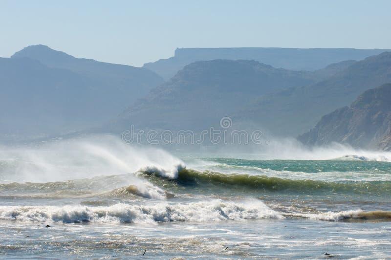 Stürmisches Schwellen Kapstadt lizenzfreies stockbild