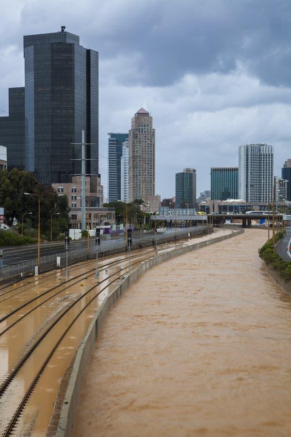 Stürmisches Wetter in Tel Aviv lizenzfreie stockbilder