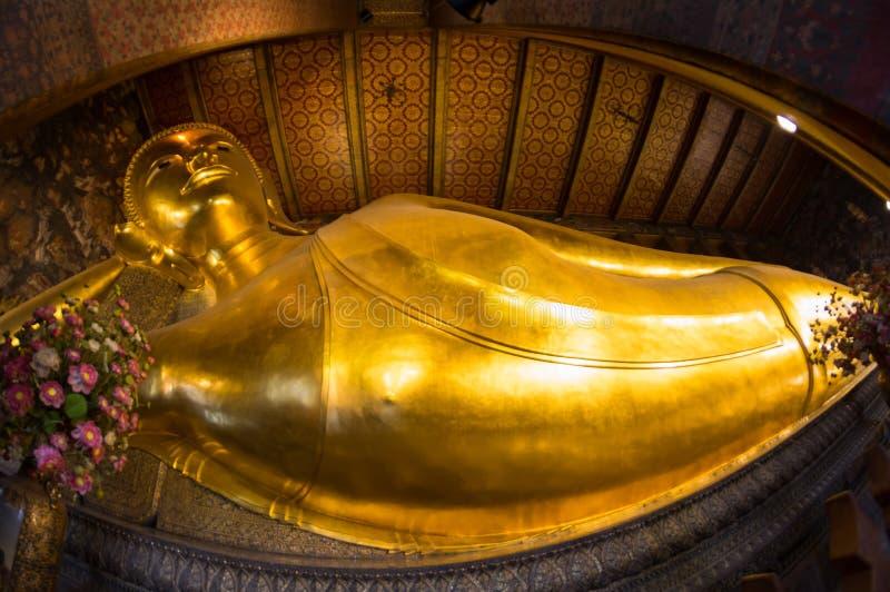 Stützender Buddha bei Wat Pho lizenzfreies stockbild