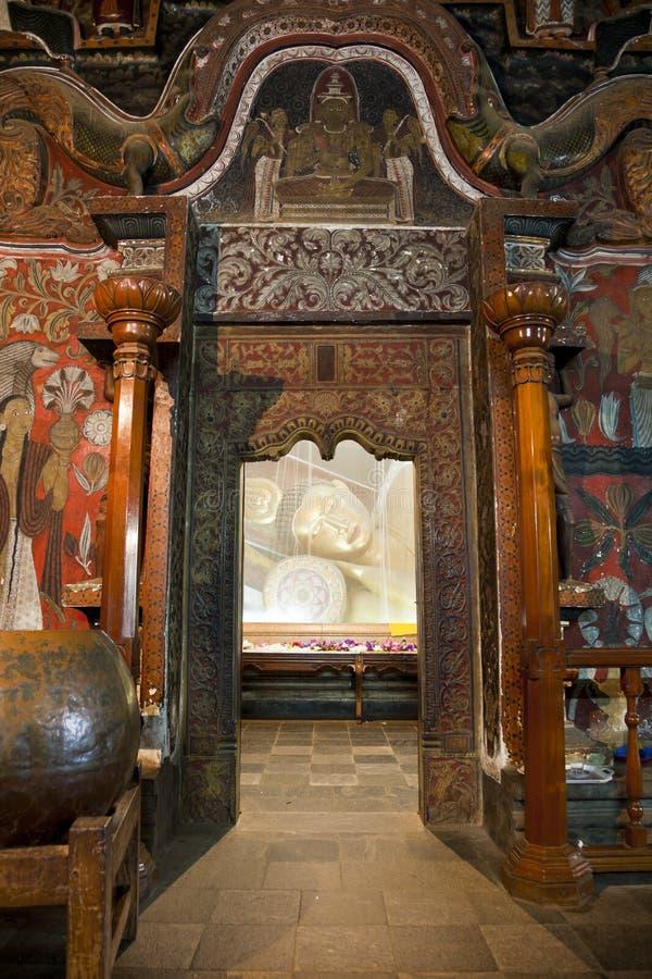 Stützender Buddha in einem Moskitonetz, Sri Lanka lizenzfreie stockbilder