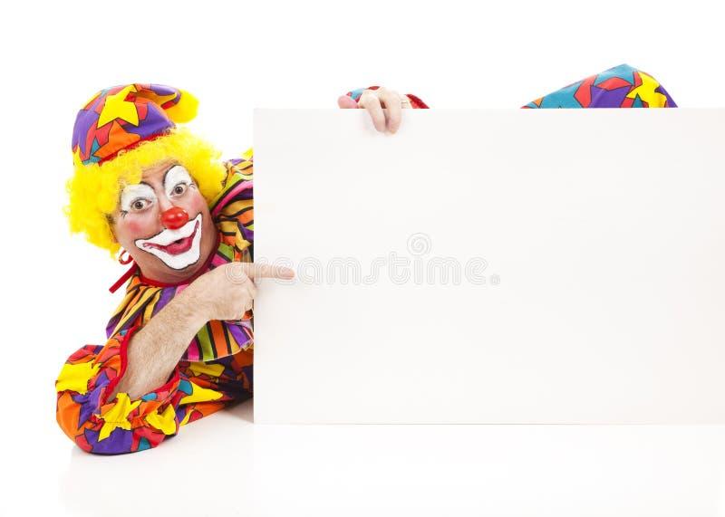 Stützender Clown mit Zeichen lizenzfreies stockfoto