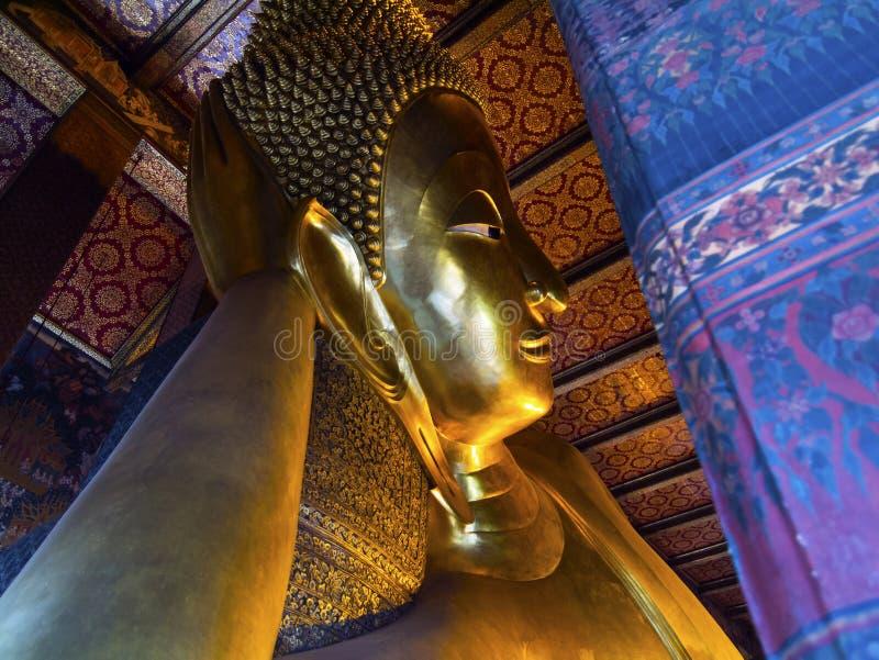Stützender Tempel Bangkok Thailand Buddhas Wat Pho lizenzfreie stockfotos