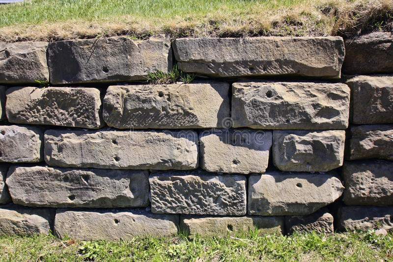 Stützmauer des großen Blockes stockfotos
