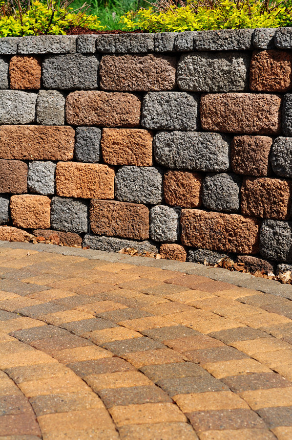 Stützmauer und Patio lizenzfreies stockfoto