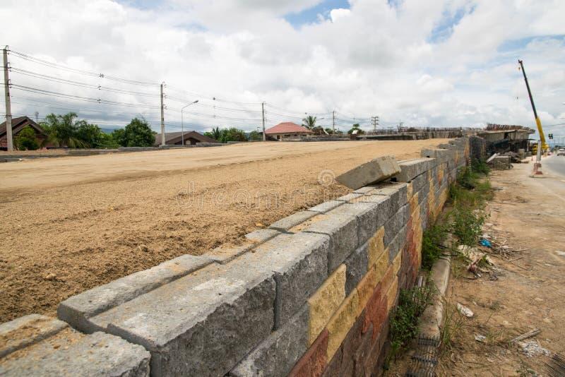 Betonwürfel Garten stützmauern der schwarzen plastikmasche betonwürfel stockfoto