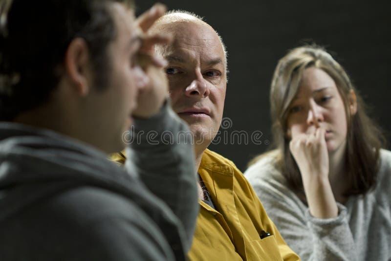 Stützungskonsortiummitglieder, die ihre Sitzung haben stockfoto