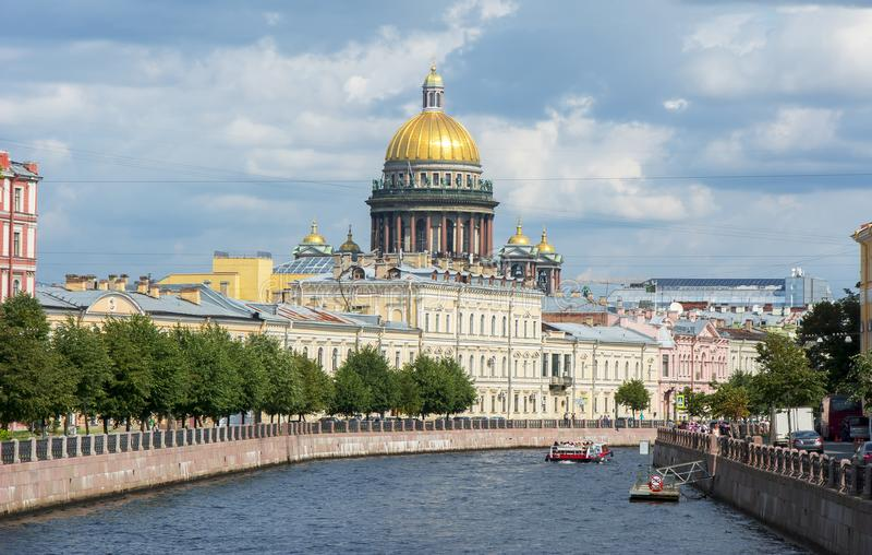 St以撒` s大教堂和Moyka河,圣彼得堡,俄罗斯 免版税库存照片