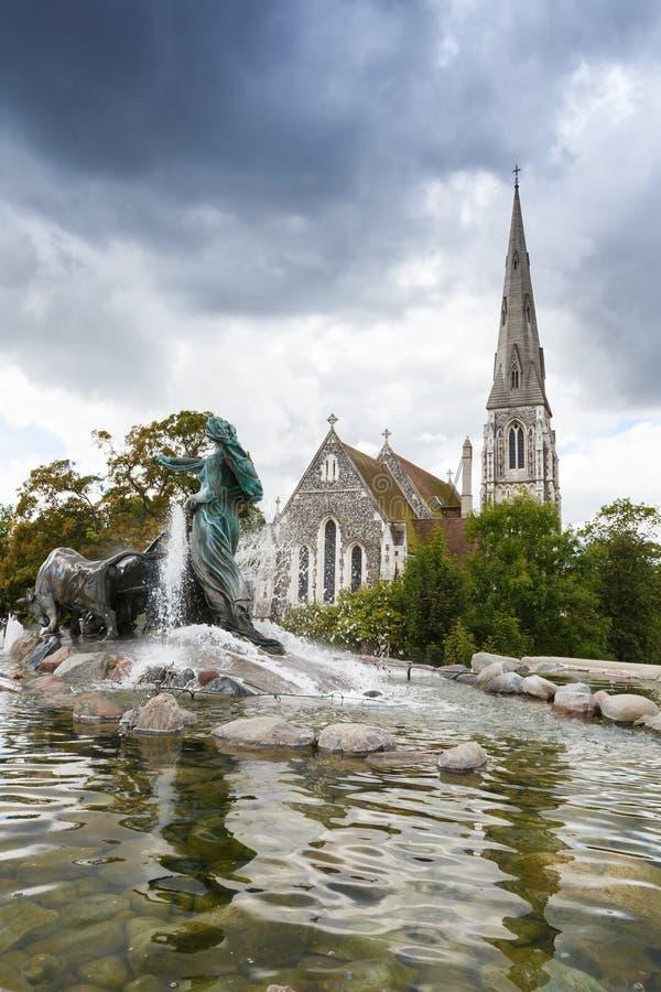 St奥尔本的教会和Gefion喷泉 免版税库存照片