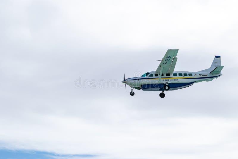 St巴特往返运输航空机F-OSBH,赛斯纳208B盛大有蓬卡车地方班机 免版税库存照片