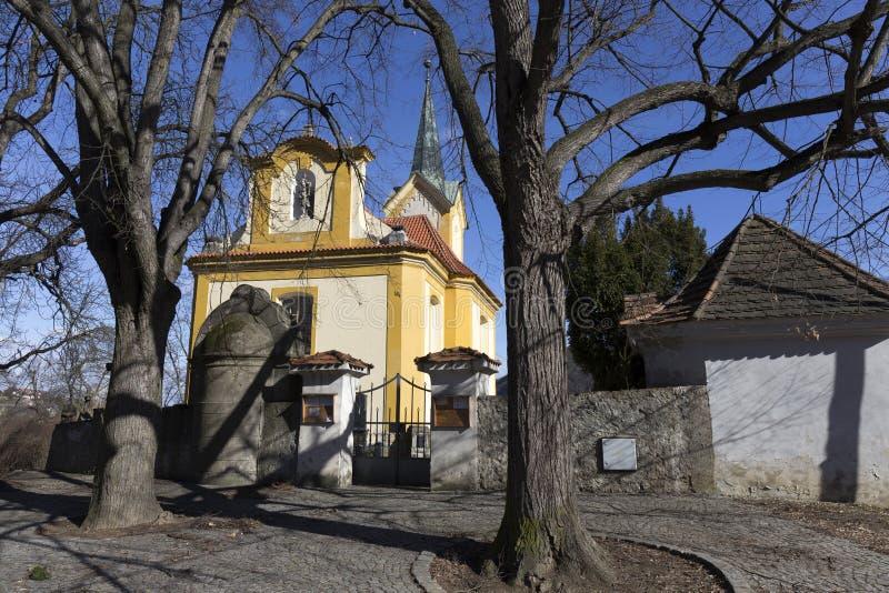 st瓦茨拉夫巴洛克式的教会在蓝天的Vsenory,捷克 免版税图库摄影