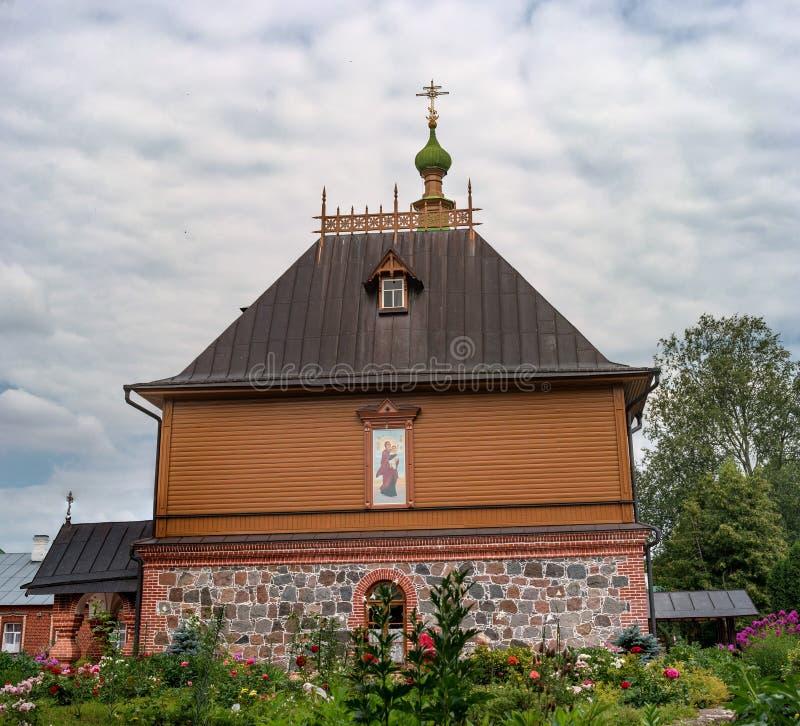 St西梅昂和圣安那教会-俄罗斯正教会Puhtitsa Dormition女修道院疆土的餐厅  库存照片