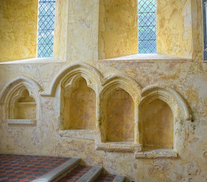 St à gradins Mary The Virgin du sedilia trois Le nord chargent l'église, le Sussex, R-U photo libre de droits