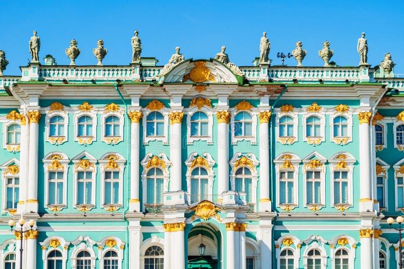 Αγία Πετρούπολη, Ρωσία Χειμερινό παλάτι και κτήριο μουσείων ερημητηρίων, άποψη προσόψεων στοκ εικόνες με δικαίωμα ελεύθερης χρήσης