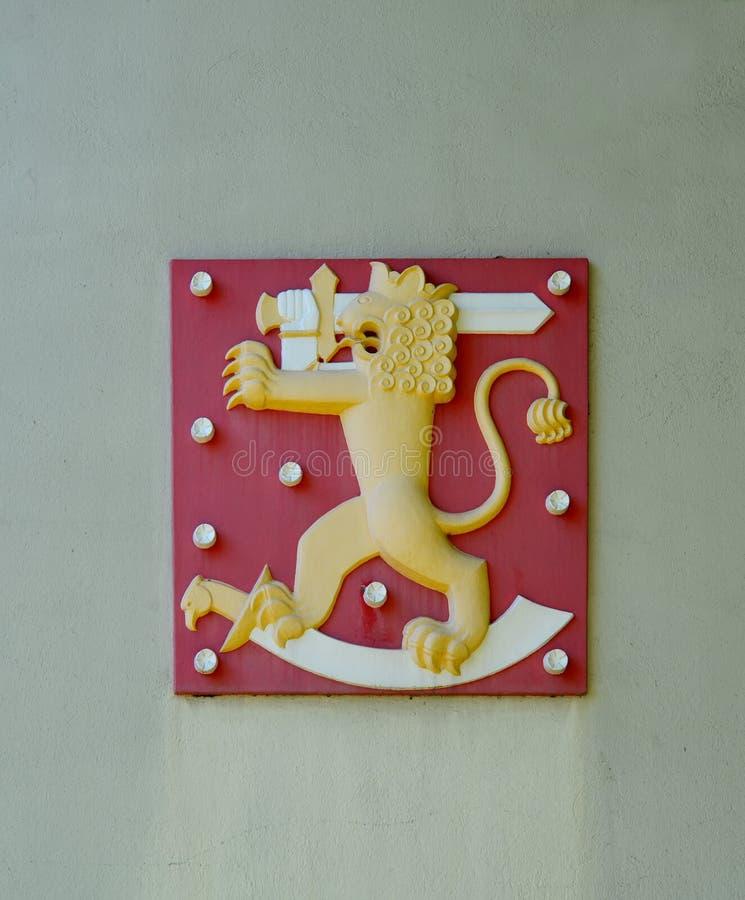 st Паыля peter hamina Финляндии церков c 19 belfry Лев с шпагой на красной предпосылке стоковые изображения rf