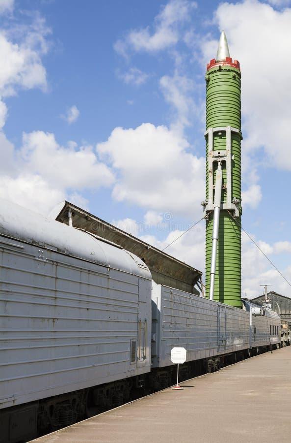 ST ПЕТЕРБУРГ, РОССИЯ - 11-ОЕ МАЯ 2016: Фото ракетного комплекса железной дороги сражения стоковые фото