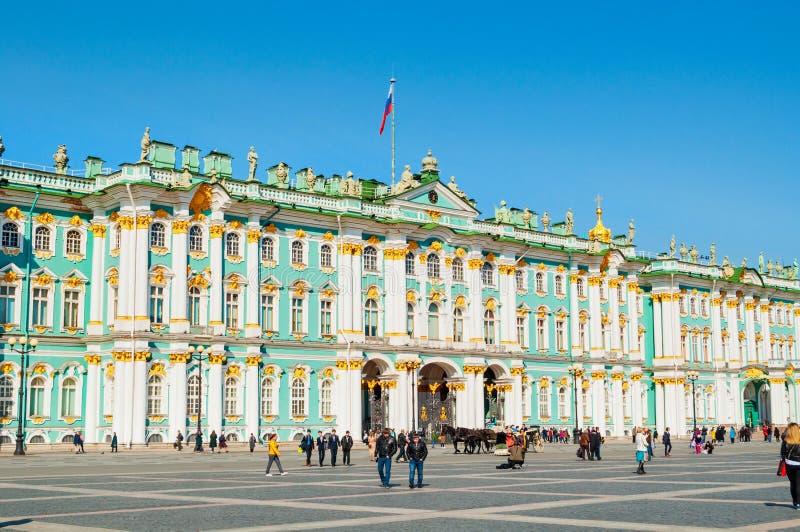 E 在宫殿正方形的状态埃尔米塔日博物馆 免版税库存图片