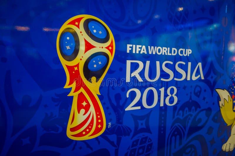 ST 彼得斯堡,俄罗斯, 2018年5月02日:正式商标世界杯足球赛2018年在俄罗斯在蓝色背景打印了,里面  库存照片