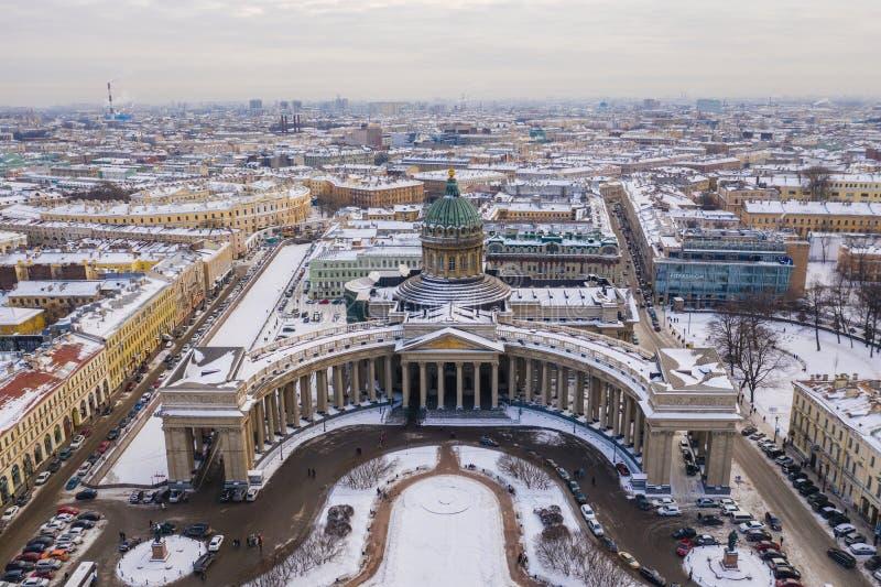 ST 彼得斯堡,俄罗斯- 2019年3月:圣彼德堡鸟瞰图的喀山大教堂 免版税库存照片
