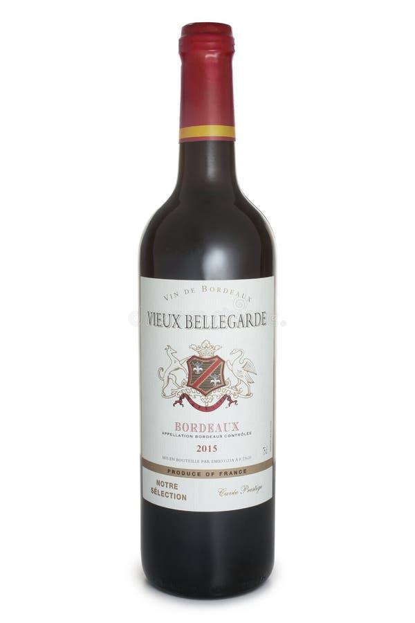 ST 彼得斯堡,俄罗斯- 2017年6月18日:瓶Vieux贝勒加尔德红葡萄酒,法国,2015年 图库摄影