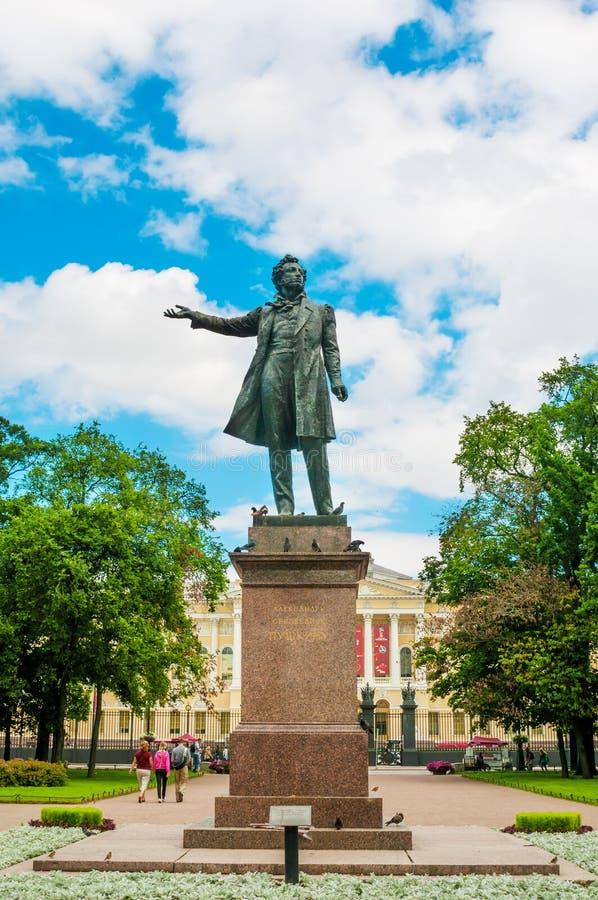 Download ST 彼得斯堡,俄罗斯- 2015年7月26日:对俄国人的纪念碑 图库摄影片 - 图片 包括有 著名, 夏天: 62539542