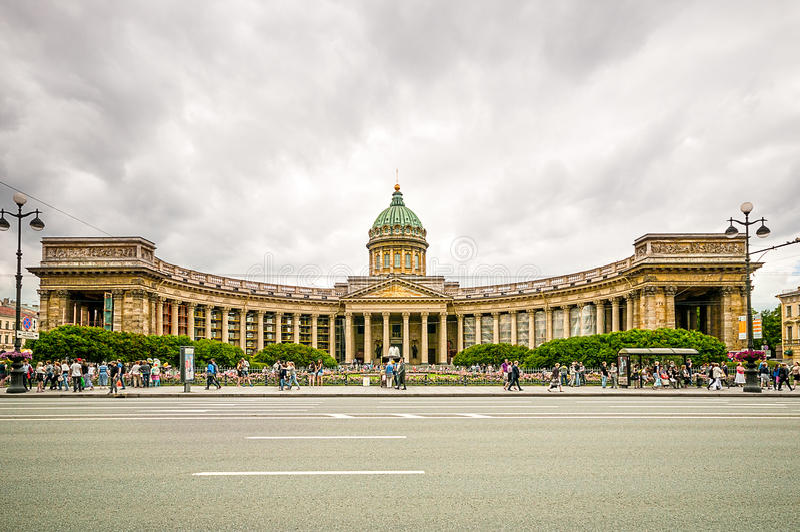 ST 彼得斯堡,俄罗斯- 2015年7月26日:我们的喀山的夫人大教堂在圣彼德堡 免版税库存图片