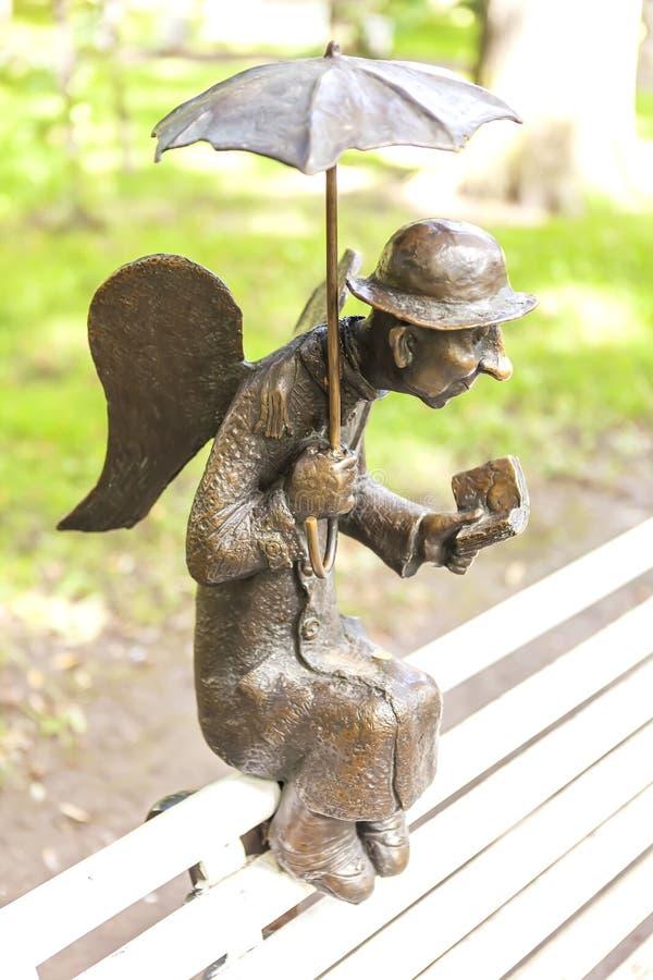 ST 彼得斯堡,俄罗斯- 2016年8月17日:雕塑彼得斯堡天使照片在Izmailovo庭院里 库存图片