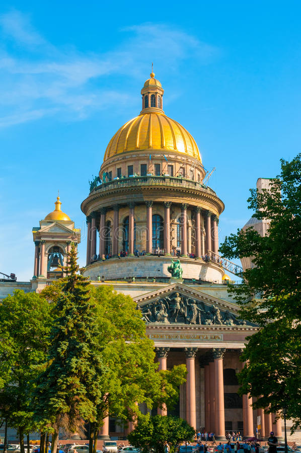 Download ST 彼得斯堡,俄罗斯- 2015年7月26日:S的St以撒大教堂 编辑类库存照片 - 图片 包括有 柱廊, isaac: 62539648